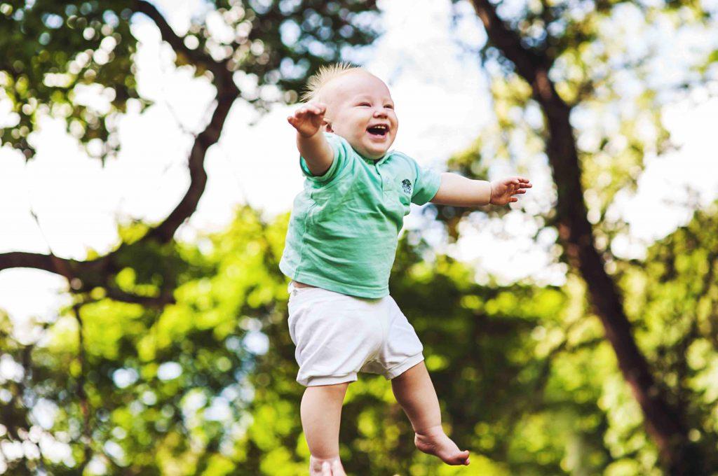 Cum să distrezi un bebeluș?