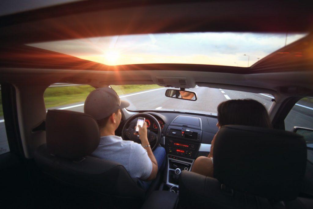 Scoate ochii din telefon! Măcar atunci când ești la volan!