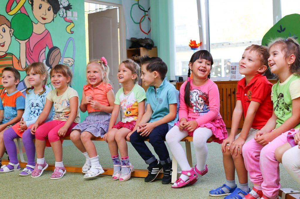 Serbările de sfârșit de an nu sunt despre doamna educatoare, sunt despre copii și părinți